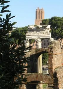 l'alta torre domina le rovine