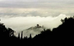 Nebbia sulla Rocca di Assisi