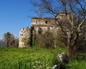 Il castello visto dal giardino