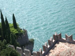 Dal castello uno sguardo sul lago.