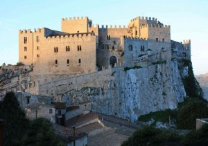 Castello di Caccamo all'alba
