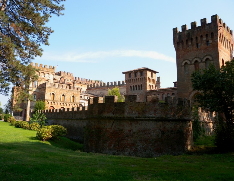 ''Un vero finto Castello… San Lorenzo De' Picenardi'' - Torre de' Picenardi