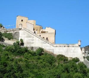 Castel San Giovanni adagiato sul colle