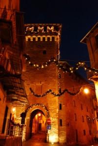 lucine sulla torre civica di Aymone di Challant