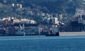 il centro di Pozzuoli visto dal mare