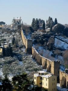 La neve, il Forte e le mura
