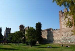 Lazise…… Vista del Castello…..