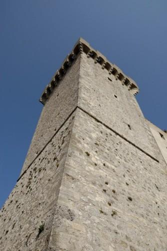 Capalbio - Torre  in prospettiva dal basso