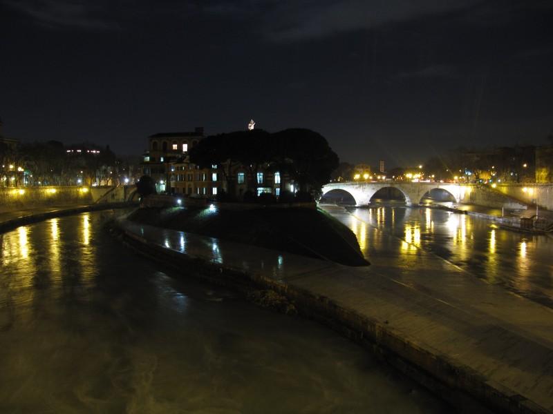 ''dove il tevere di divide'' - Roma