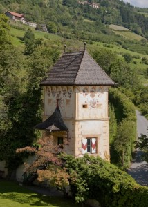 Castel Coira, torre esterna