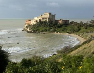 Castello di Falconara e il primo fiore