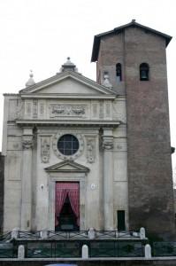 Una chiesa insolitamente bellicosa