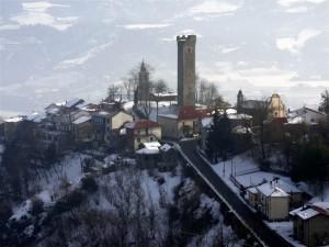 intorno alla torre romanica…..