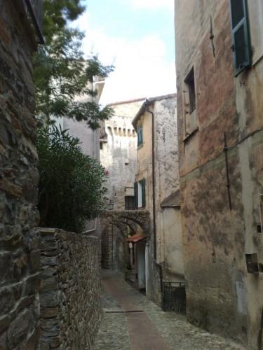 Pompeiana - Torre a base quadrata nella borgata Barbarasa (3)