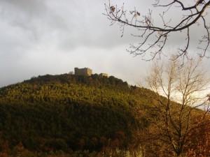 Sul cucuzzolo il castello di Guardea