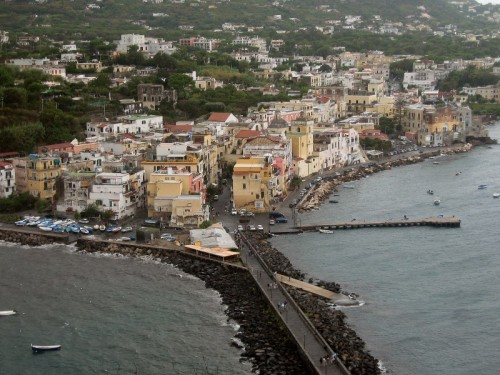 Ischia - perchè le barchette di Ischia son tutte bianche e/o celesti?