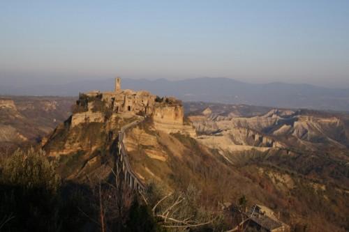 Bagnoregio - Civita di Bagnoregio e i Calanchi, Italia o Stati Uniti?