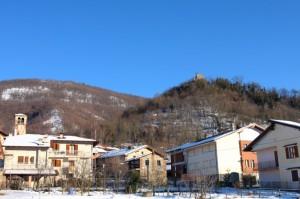 i tetti,la chiesa e il castello di Rossana