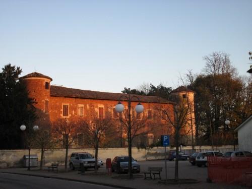Salasco - Il castello rosso di sera