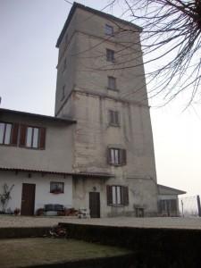 abbraccio infinito tra la torre e i suoi vicini!