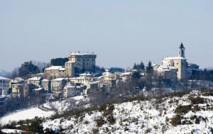 Il castello e l'abitato di Mornese.