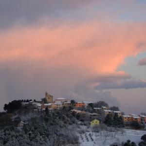 Alba su Gallignano con la neve