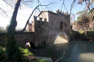 Arcata fortificata sul fiume Aniene