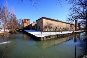 il fossato del castello di Paderna