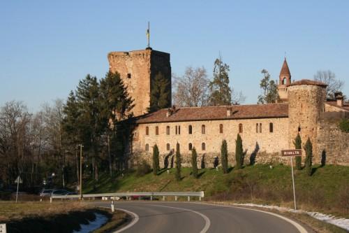 Gazzola - Castello di Rivalta dalla strada