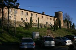 il parcheggio davanti al castello
