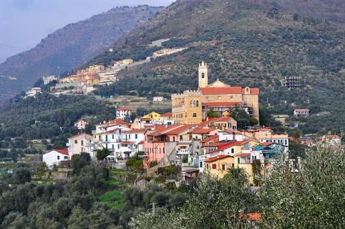 Castellaro - Antico borgo sul crinale della collina: Castellaro