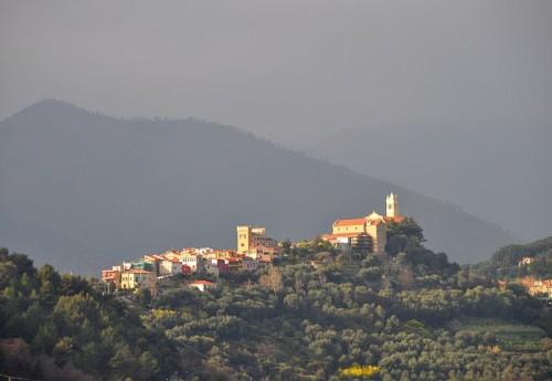 Castellaro - Improvvisi raggi di sole dalle nubi