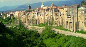 Panorama di S. Agata De' Goti (BN) dal Ponte Vittorio Emanuele III