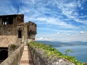 Bracciano, il castello e il lago