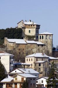 Il castello di Mornese, innevato.