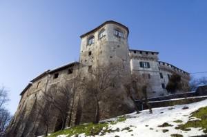 Un primo piano del castello di Mornese.