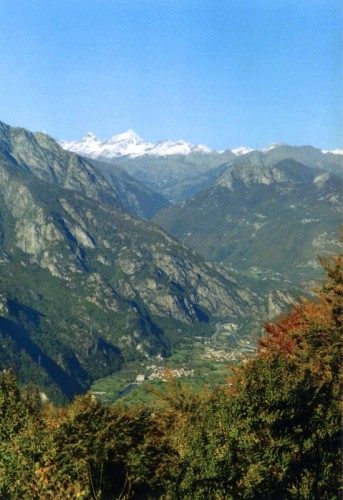 Donnas - Vert e le sempre belle montagne di Champorcher