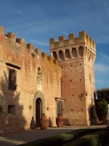 Oliveto, la fattoria fortificata