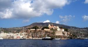 Il castello di Lipari dal mare
