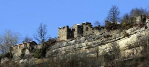 Fra cielo e roccia, l'antico castello di Cengio