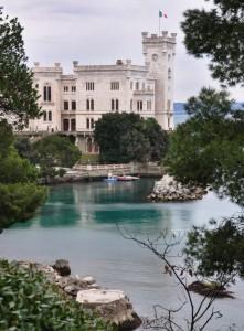il Castello di Miramare nel verde
