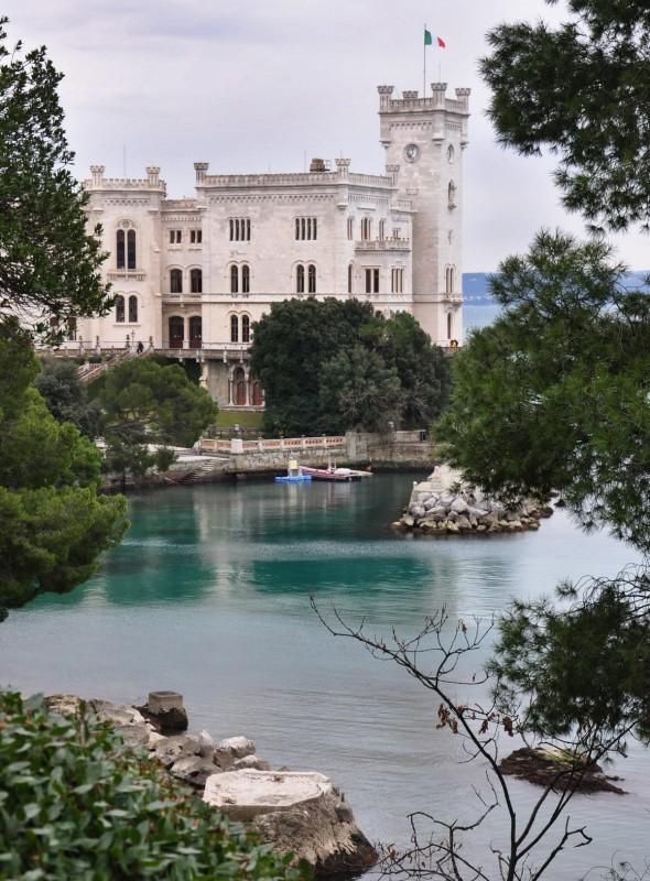 ''il Castello di Miramare nel verde'' - Trieste