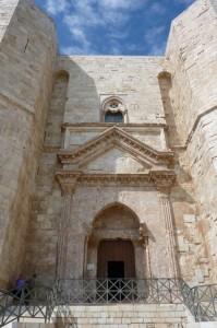 C'è posto anche per te……     (Castel del Monte)