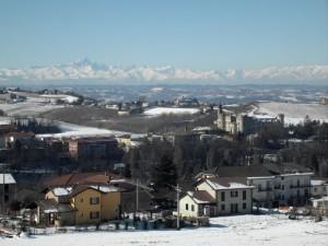 vista aperta dell'alto monferrato fino alle Alpi…..