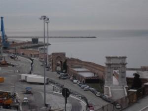 l'arco nel porto