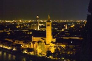 Verona, vista di notte.