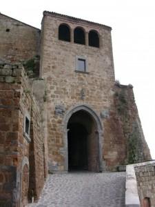 Civita di Bagnoregio - porta del borgo
