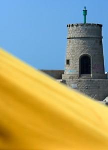 Torre e telo giallo