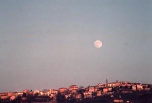 Tramonto con luna piena su Cupramontana