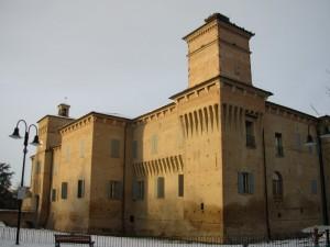Sedetevi ad ammirare il castello Campori